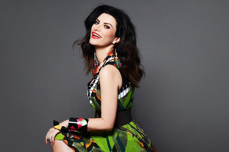 """Laura Pausini: online il video di """"Lato destro del cuore"""""""