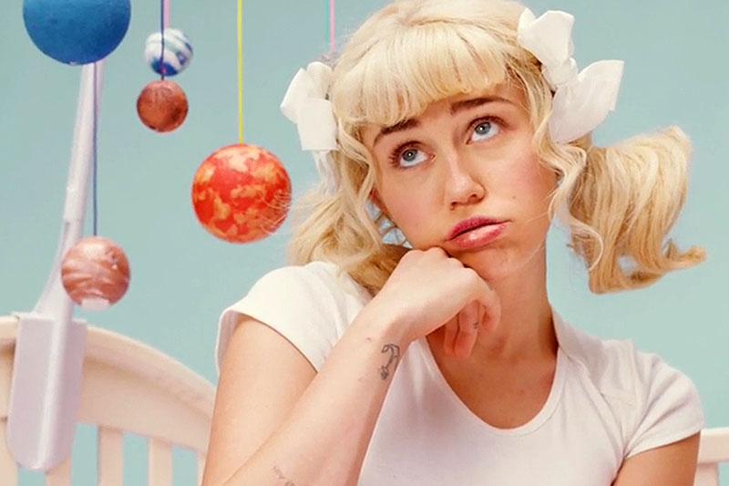 """""""BB Talk"""" è il nuovo video di Miley Cyrus"""