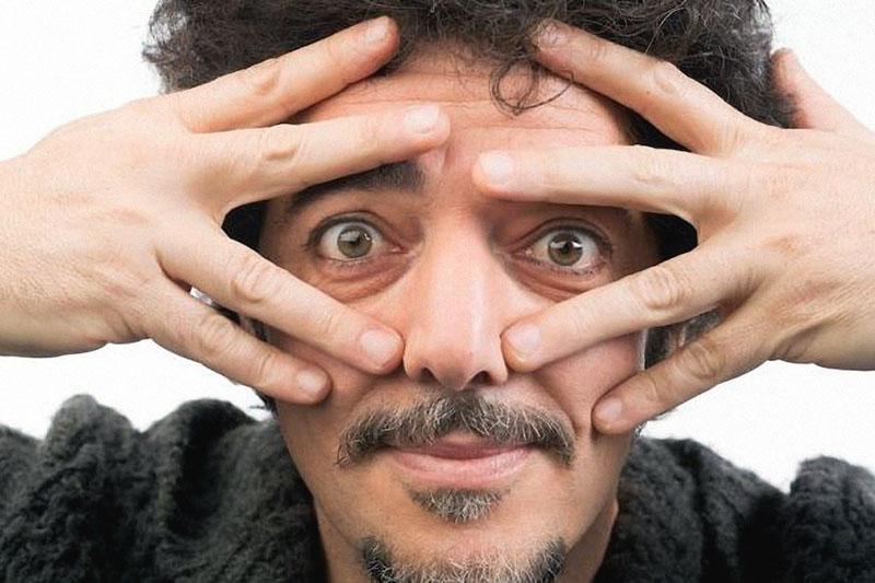 """Max Gazzè: online il nuovo video """"Ti Sembra Normale"""""""