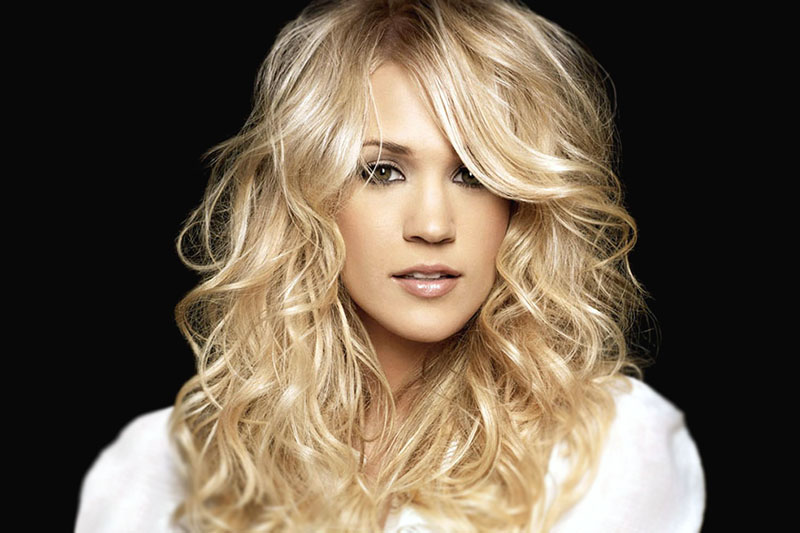 """Carrie Underwood nel nuovo video """"Church Bells"""""""