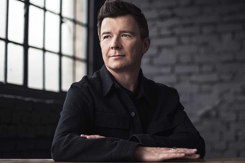 "Rick Astley: il video del nuovo singolo ""Keep Singing"""