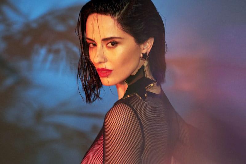 """Paola Iezzi: online l'atteso video di """"Lovenight"""""""
