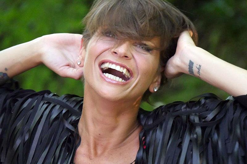 """Alessandra Amoroso online con il video di """"Vivere A Colori"""""""