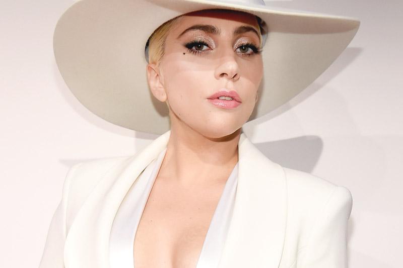 """Lady Gaga: online il video ufficiale del nuovo singolo """"Million Reasons"""""""