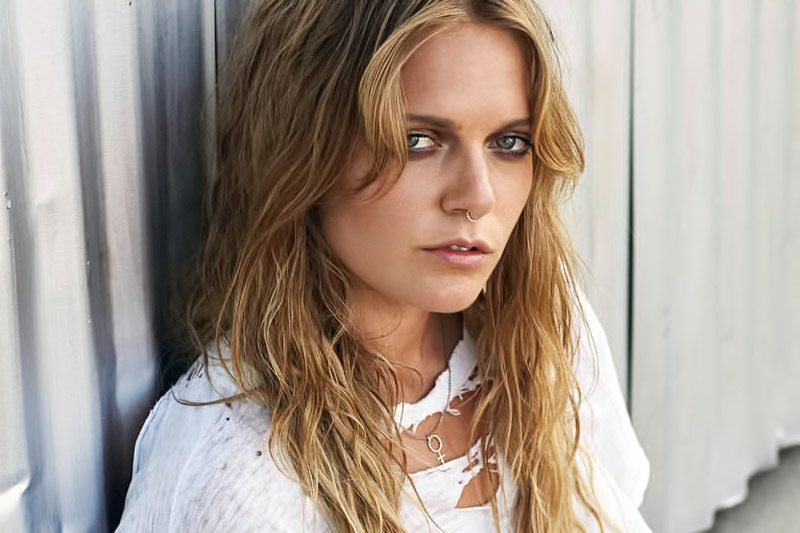 """Fire Fade"" è il nuovo video di Tove Lo (Short Movie)"
