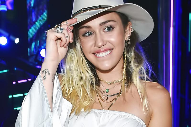 """Miley Cyrus pubblica il video del nuovo singolo """"Younger Now"""""""
