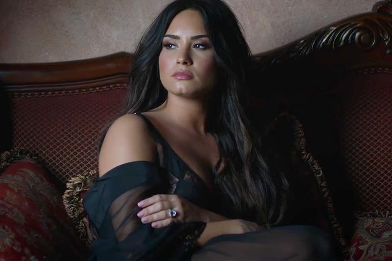 """Demi Lovato sposa nel video di """"Tell Me You Love Me"""""""