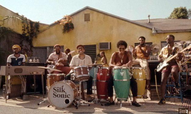 """Bruno Mars, Anderson .Paak, Silk Sonic nel video ufficiale di """"Skate"""""""
